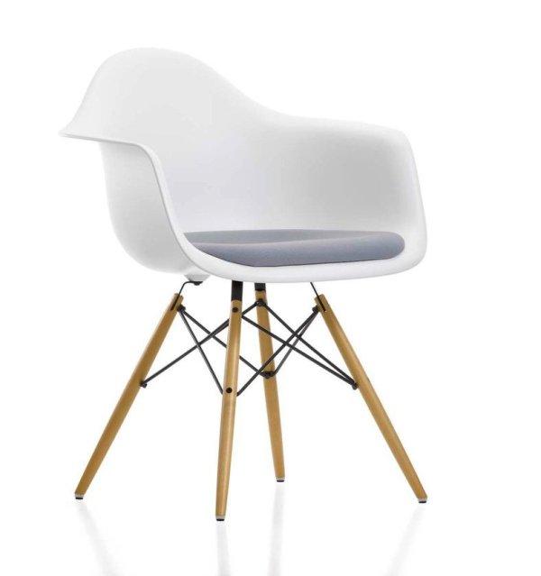 vitra_Eames_Plastic_Armchair_DAW_000104A0_big
